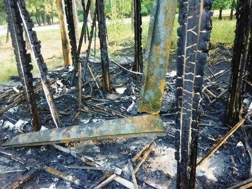 На месте сгоревшей постройки в парке Победы будет новая (ФОТО)