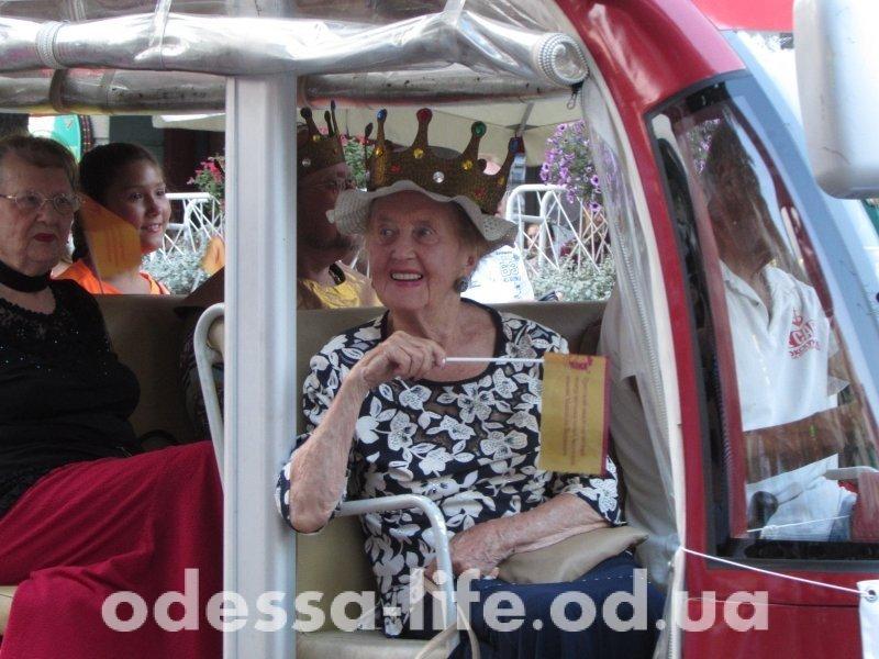 Одесситы испытали «культурный шок» — по Дерибасовской проехалась королева! (ФОТО)