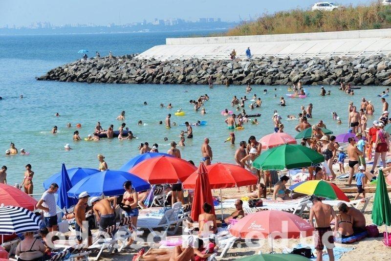 Одесситам понравилось отдыхать на пляже в Ривьере (ФОТО)