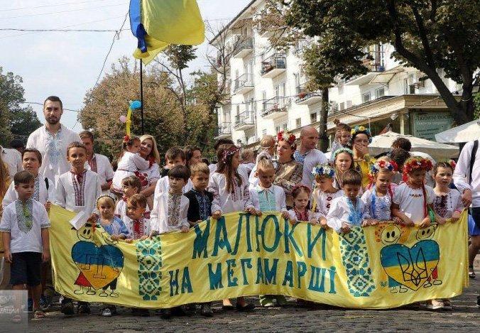 Мегамарш в вышиванках по Дерибасовской (ФОТО)