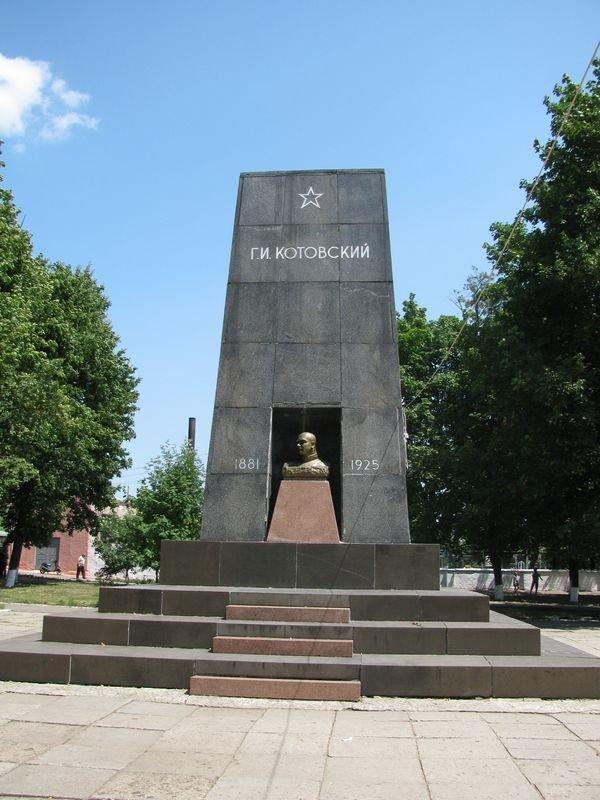 Мумию Котовского захоронят на кладбище