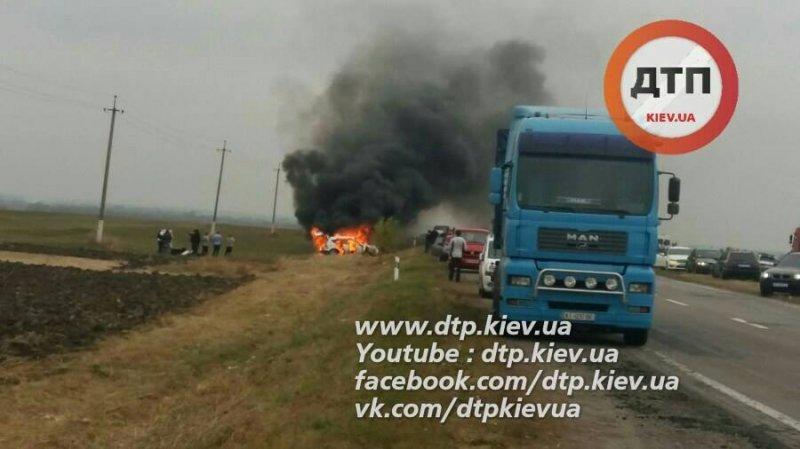Авто с хасидами загорелось после ДТП на трассе Одесса-Киев