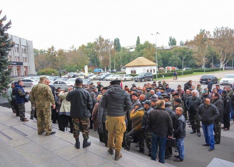 Под Одесской ОГА протестуют афганцы