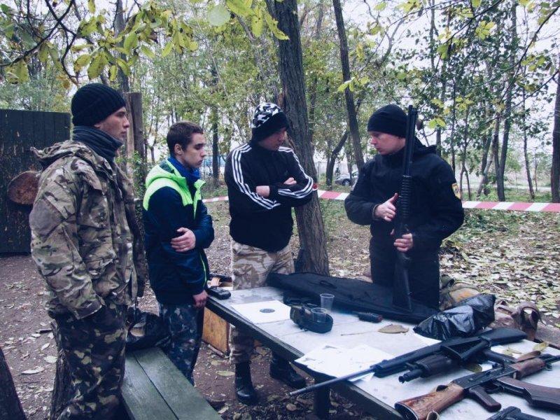 """Активисты """"Азова"""" обосновались на 411 батарее (ФОТО)"""