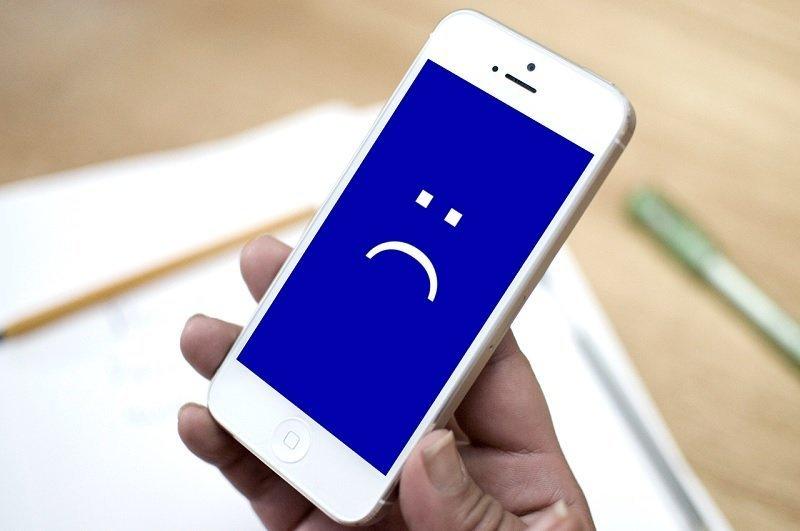 В интернете распространяется видео, которое «убивает» популярный смартфон (ВИДЕО)