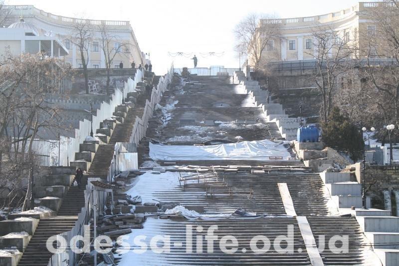 Почему забаррикадировали Потемкинскую лестницу и зачем ее охраняла полиция? (ФОТО)