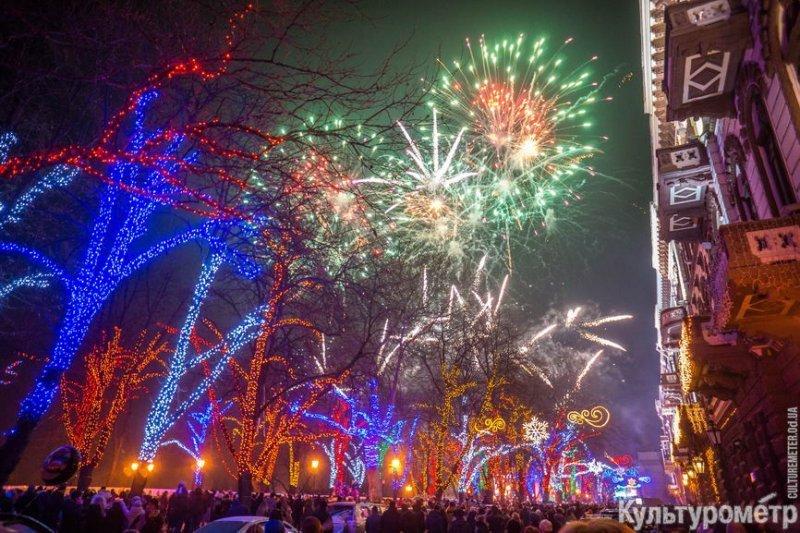 Появились фото новогоднего салюта на Думской (ФОТО)