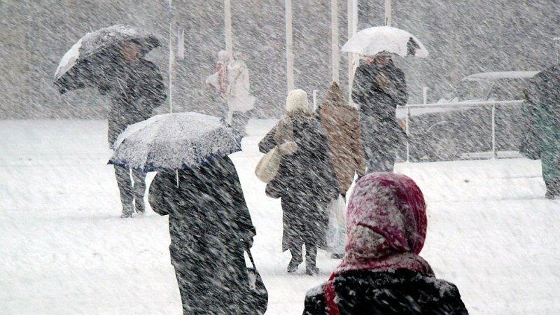В Одессу идет буря, горожан просят оставаться дома