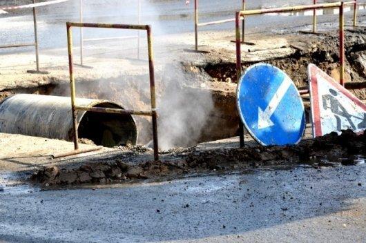 Внимание, аварийный прорыв водопровода на улице Варненская!
