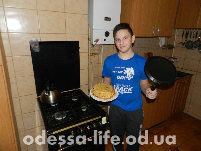 Печем блины вместе с ребенком (ФОТО)