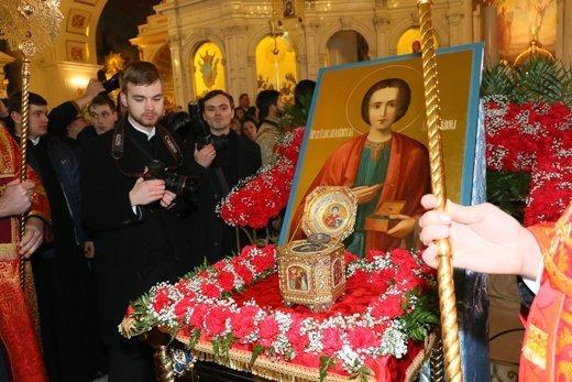 На встрече мощей святого Пантелеймона образовалась давка