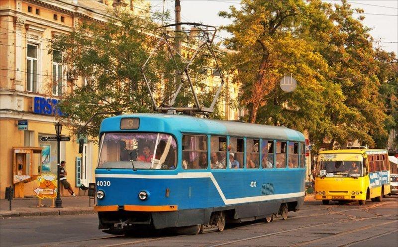 Автохам блокировал проезд трамвая