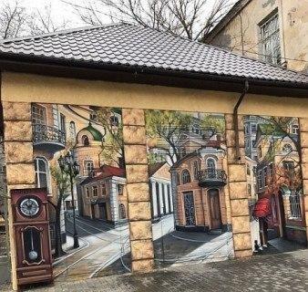 0a34730d В центре Одессы появились старинные часы и уютные улочки - Одесская ...