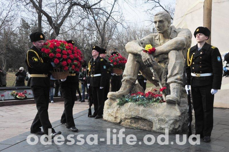 Возложение цветов у памятника воинам-интернационалистам в Одессе (ФОТО)