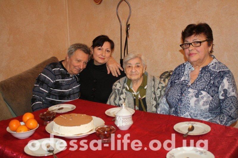 «Бабушка на все 100»: одесситка рассказала как прожить больше века