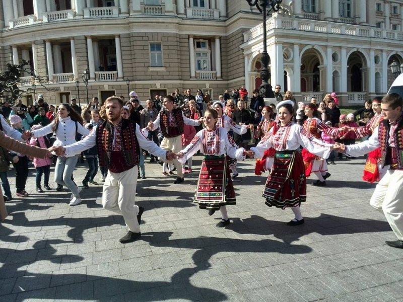 Болгары танцуют у одесского Оперного (ФОТО)