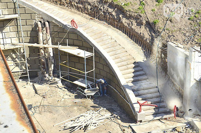 Под мостом Коцебу преобразились лестницы (ФОТО)