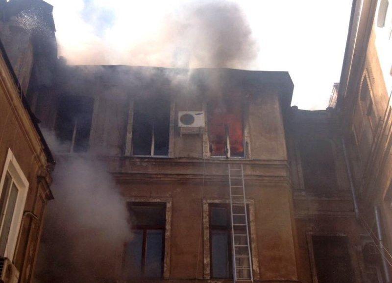 Подробности масштабного пожара в центре Одессы