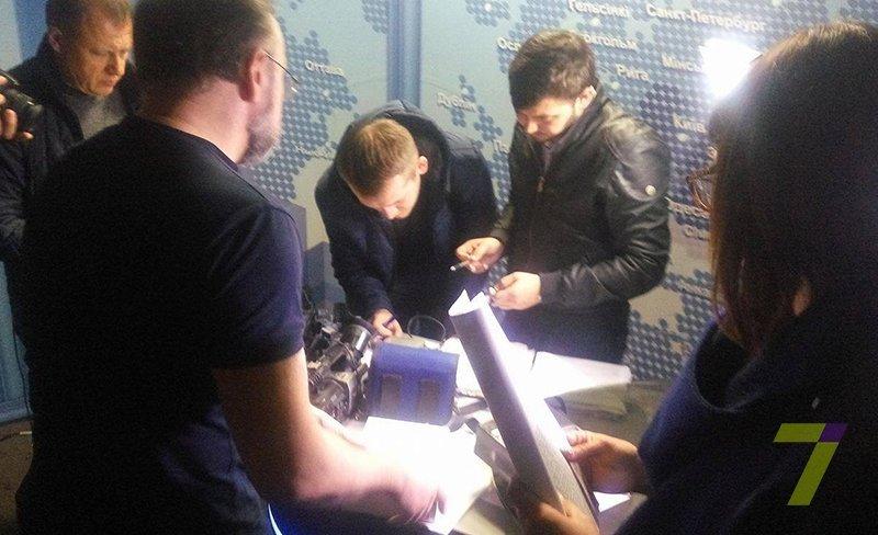 Из помещений одесского телеканала выносят технику (ФОТО)
