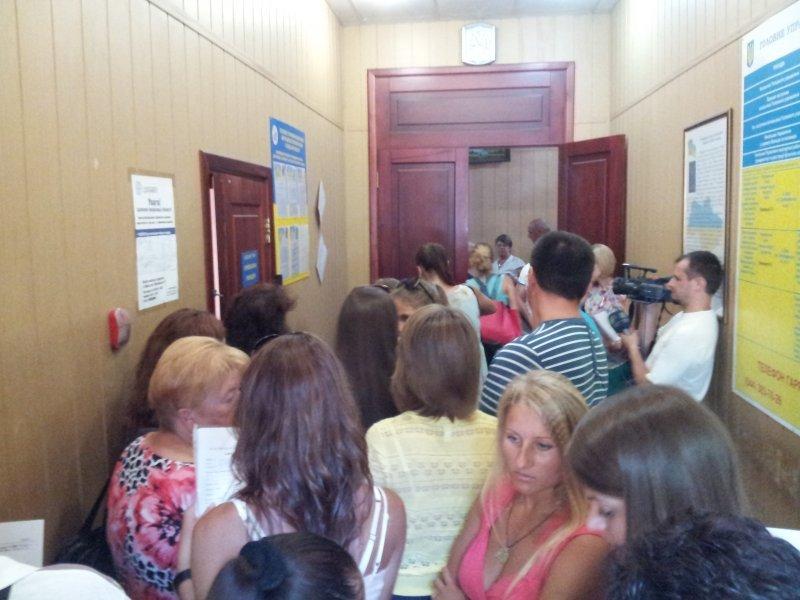 Одесситам подсказали, как не томиться в очереди за загранпаспортом
