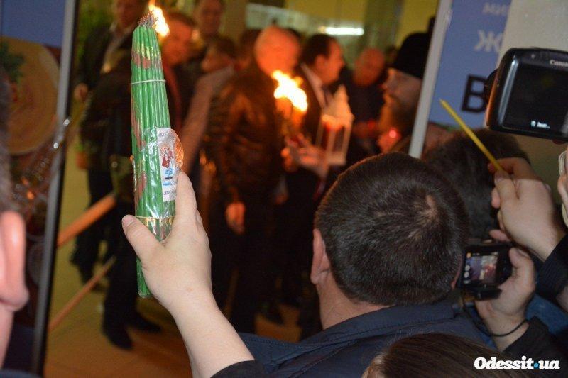 В Одессу и Белгород-Днестровский прибыл Благодатный огонь (ФОТО)