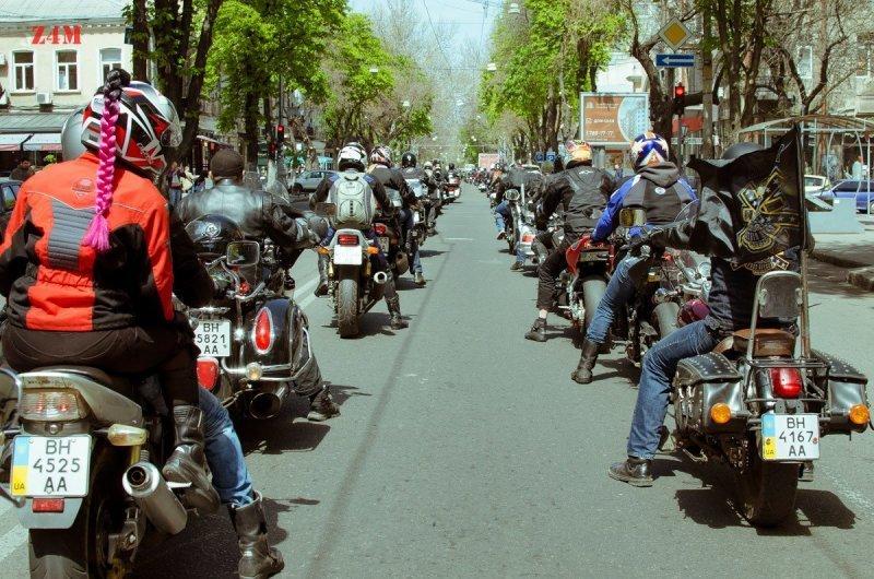 По Одессе промчались велосипедисты и байкеры (ФОТО)