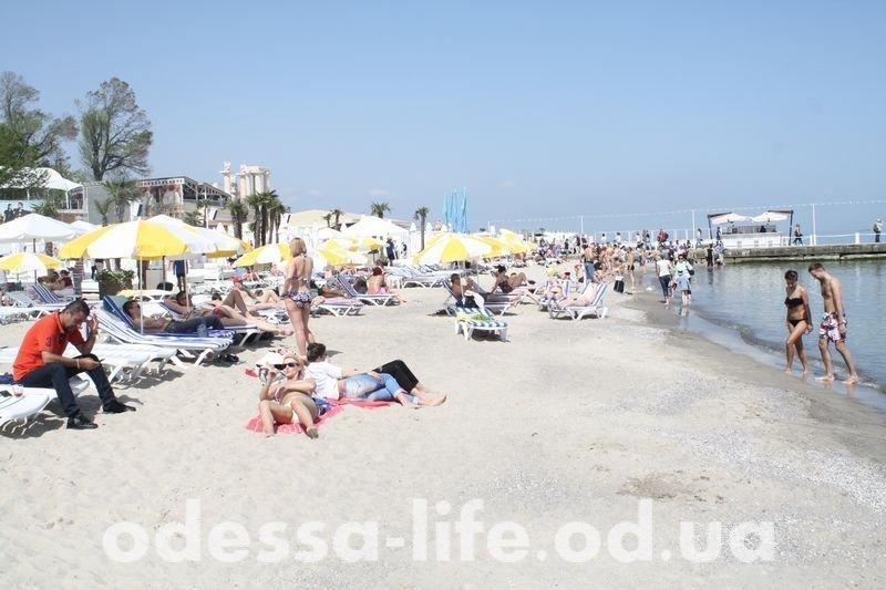 Маевка в Одессе: голые на пляже и трезвые на Трассе здоровья (ФОТО)
