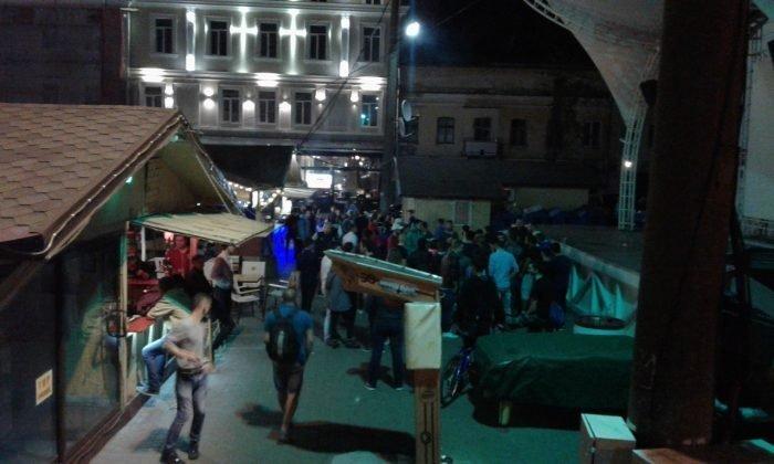 Ночной мордобой в центре Одессы пришлось успокаивать при помощи спецсредств (ФОТО)