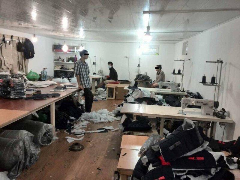 Нелегалы продолжают снабжать одесские рынки дешевой одеждой (ФОТО)