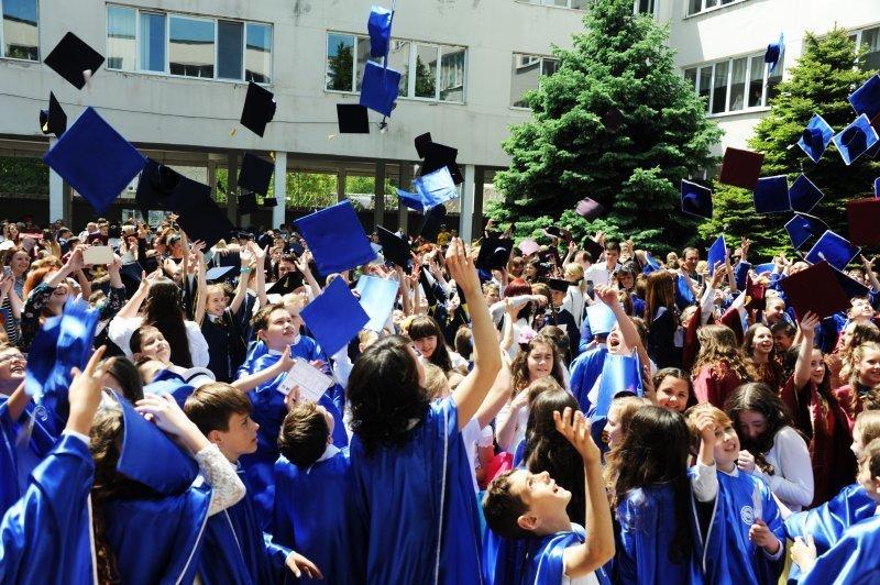 В Одесских школах прозвенел звонок последний (ФОТО)