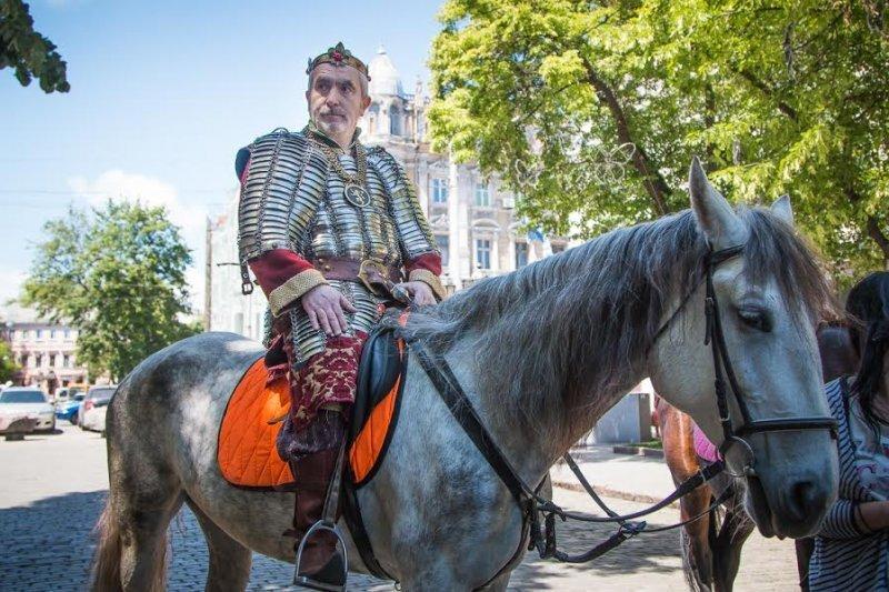 Рыцари прошли по центру Одессы (ФОТО)