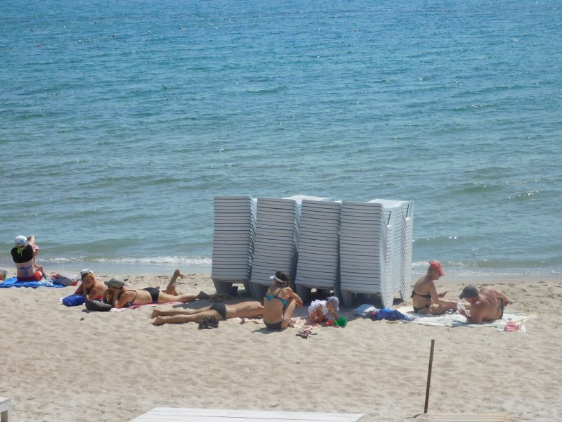 Почему одесситы оказываются лишними на городских пляжах?