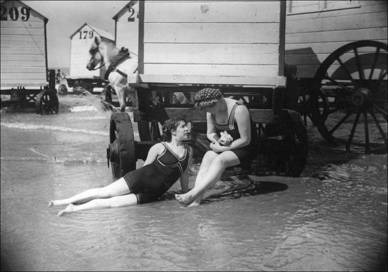 На пляже вся Одесса: как одесситы организовали «морские купания»?