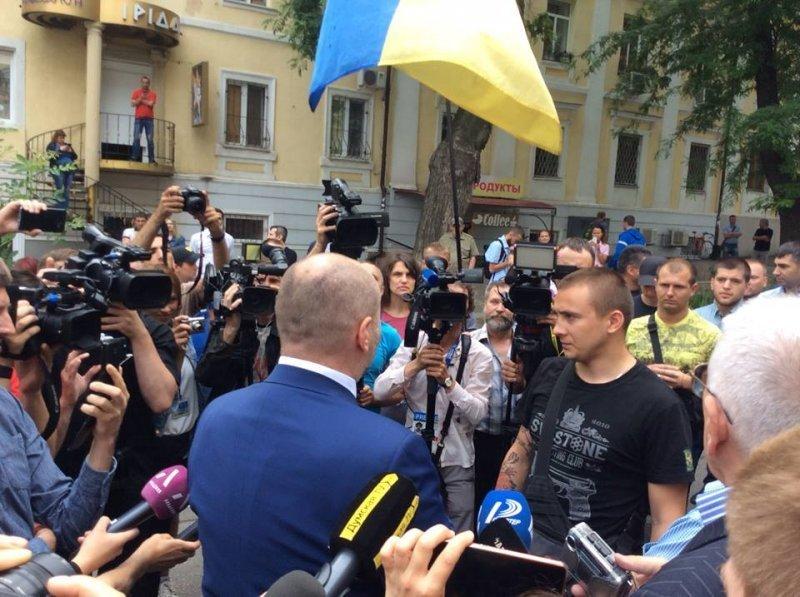 Аваков, Береза и Кива хотят договориться с возмущёнными активистами (ФОТО)