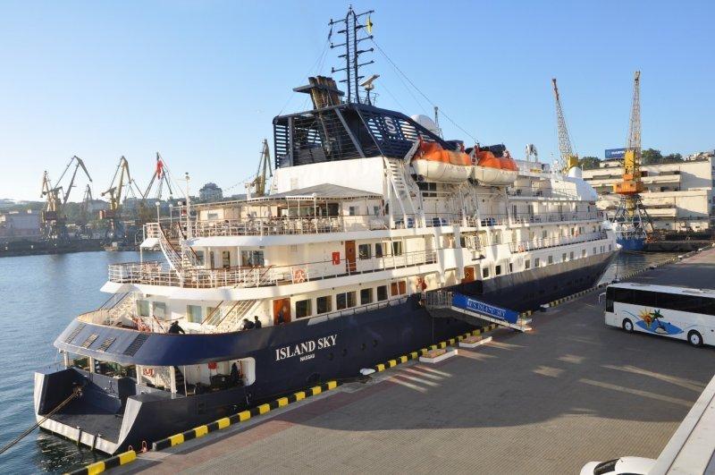 В Одессе вновь причалил один из шикарнейших круизных лайнеров в мире (ФОТО)