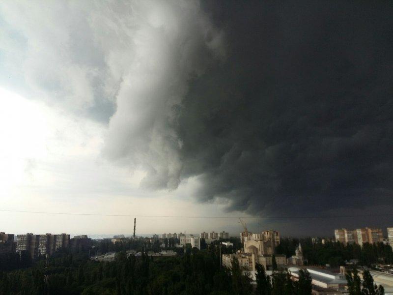 Гроза, град и ураганный ветер: в Одессе – штормовое предупреждение