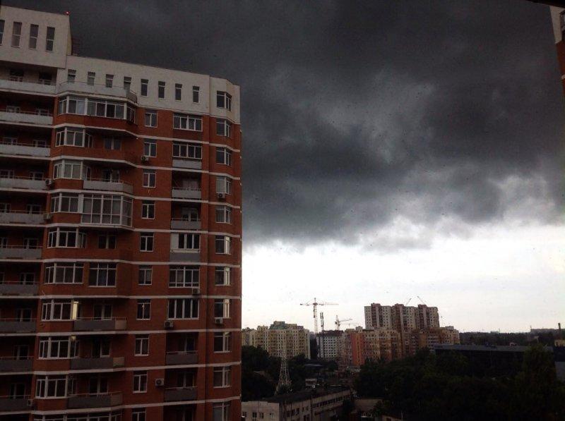Внезапная стихия захватила Одессу: устрашающее небо и мощнейший ливень (ФОТО, ВИДЕО)