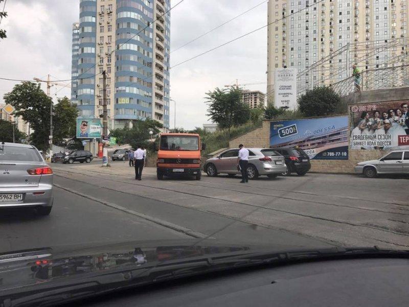 Очередного героя парковки в Аркадии настигла расплата (ФОТО)