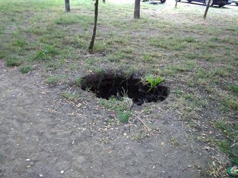Новая грандиозная дыра в земле на Котовского (ФОТО)