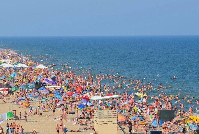 Аншлаг в Затоке: пляжи забиты до отказа (ВИДЕО)