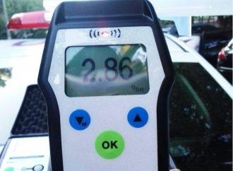 Пьяный водитель чуть не угробил двух маленьких детей (ФОТО)