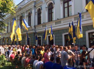 «Верните людям бесплатную больницу!» – масштабный бунт около здания Одесской прокуратуры (ФОТО, ВИДЕО)