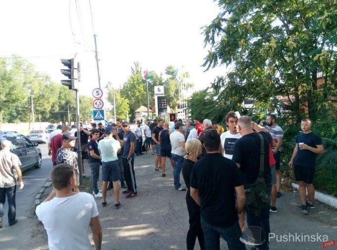 Бунт под одесским СИЗО: чего хотят активисты? (ФОТО)
