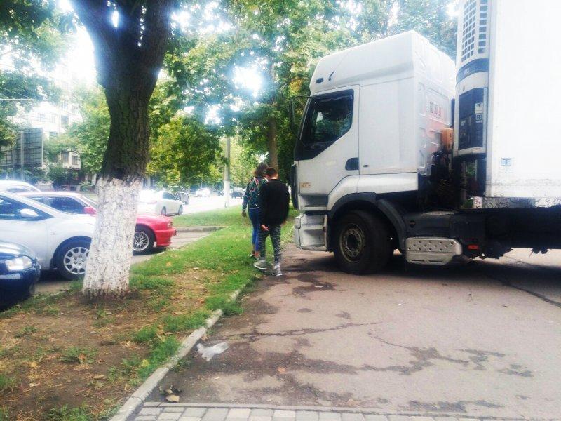 Автохам-рекордсмен учудил на Таирова (ФОТО)