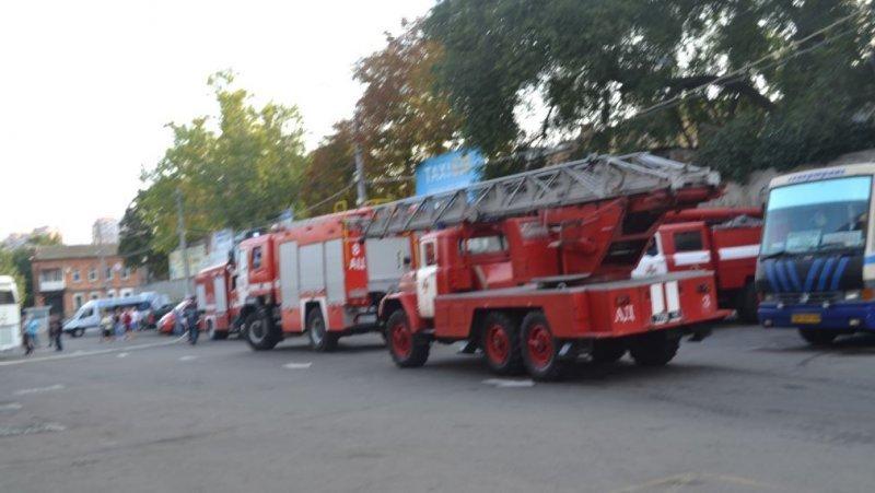 Автовокзал в Одессе тушили 50 пожарных (ФОТО)