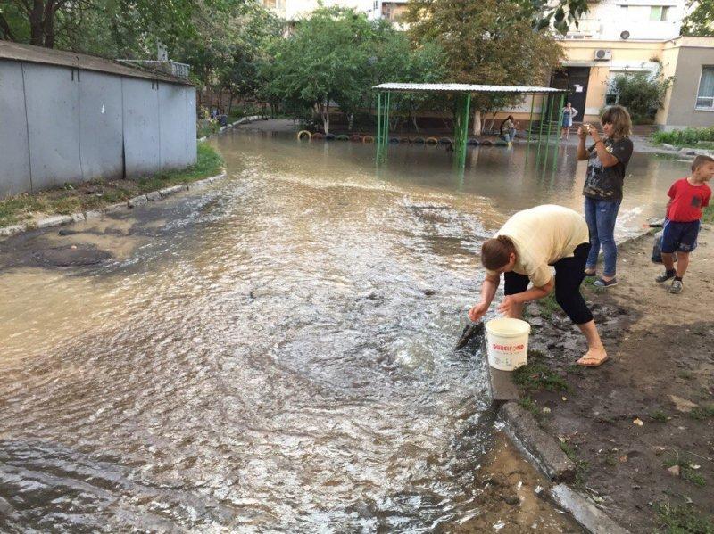 Затопленная Крыжановка: авария на одесской улице (ФОТО)