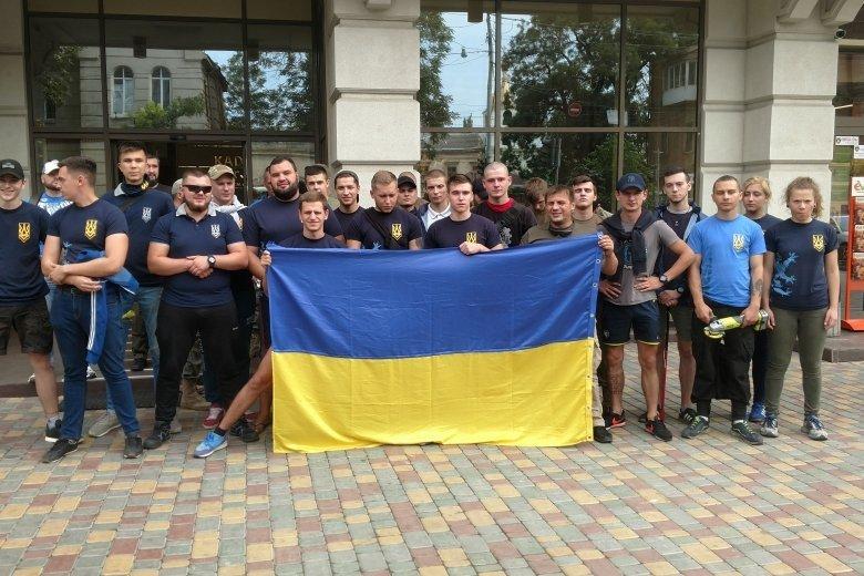 В Одессе «Автомайдан» и «Национальный корпус» заставили Кивана вывесить украинские флаги