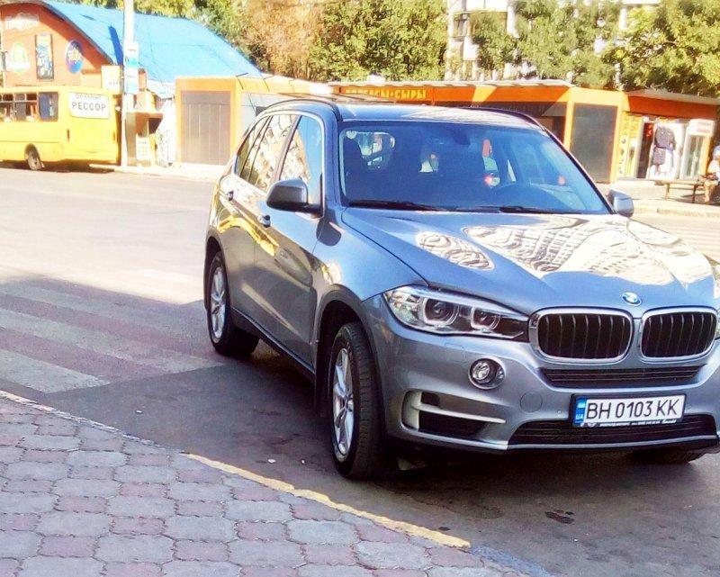 Очередной гений парковки замечен в Одессе (ФОТО)