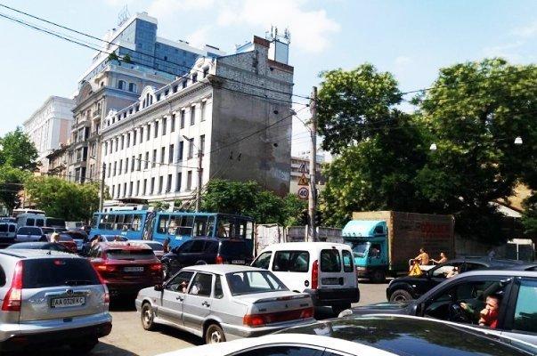Масштабные пробки в Одессе: движение на ряде улиц парализовано