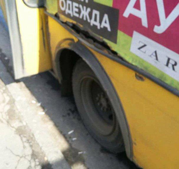 Опасная маршрутка разъезжает по Одессе (ФОТО)